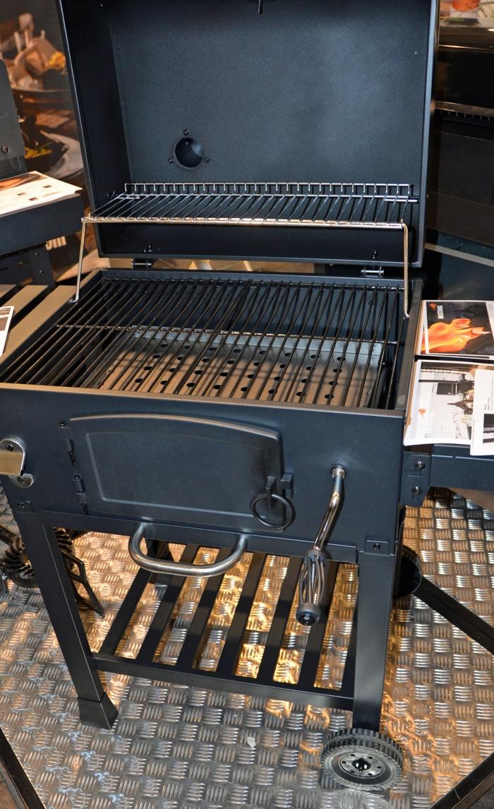 grillaaminen, hiiligrilli, Kamado-grilli, kesäruoka, Mustang, Mustang Avalon, Tammer-Tukku, uutuusgrilli