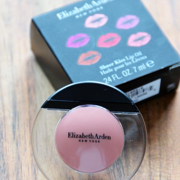 Elizabeth Ardenin huulikiillot sopivat hoitavuutensa ansiosta talveen.